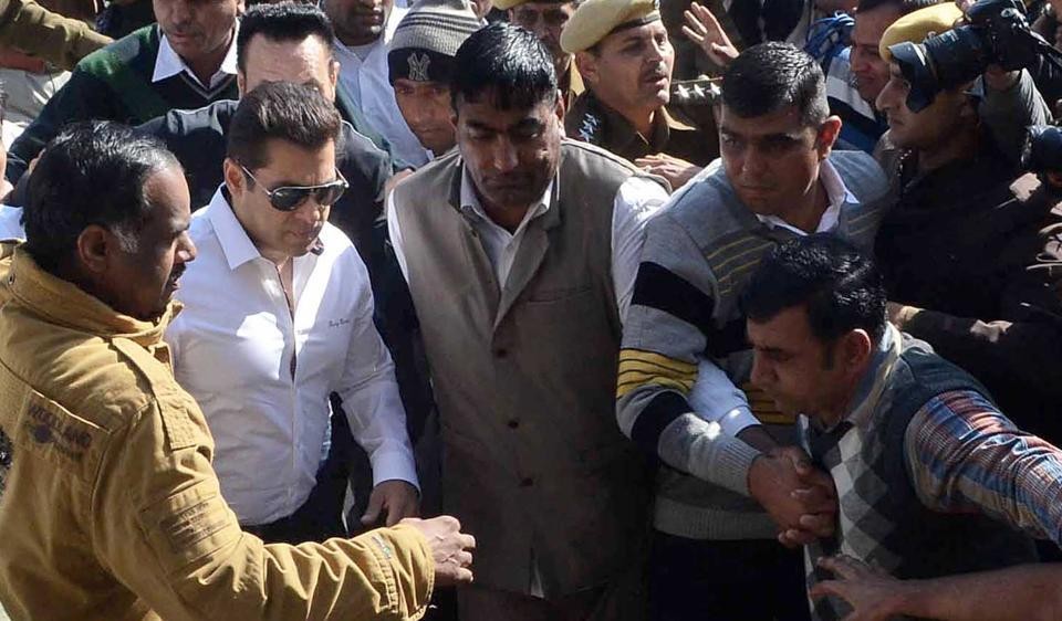 Salman khan arrives at court for the hearing on arms case, in Jodhpur, Rajasthan.