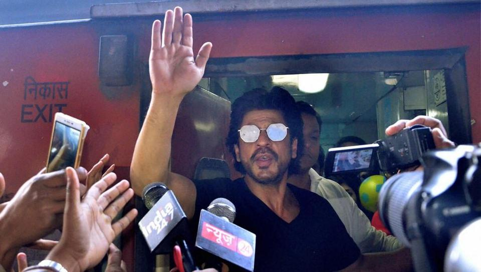 Bollywood actor Shah Rukh Khan, who is on a train journey from Mumbai to Delhi to promote his new film Raees, waves to fans at Mathura railway station on Tuesday.