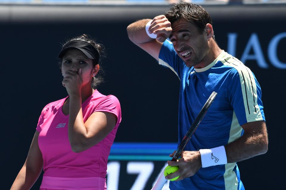 Sania Mirza and Ivan Dodig beat Gabriela Dabrowski and India's Rohan Bopanna to enter the mixed doubles semi-final. (AFP)
