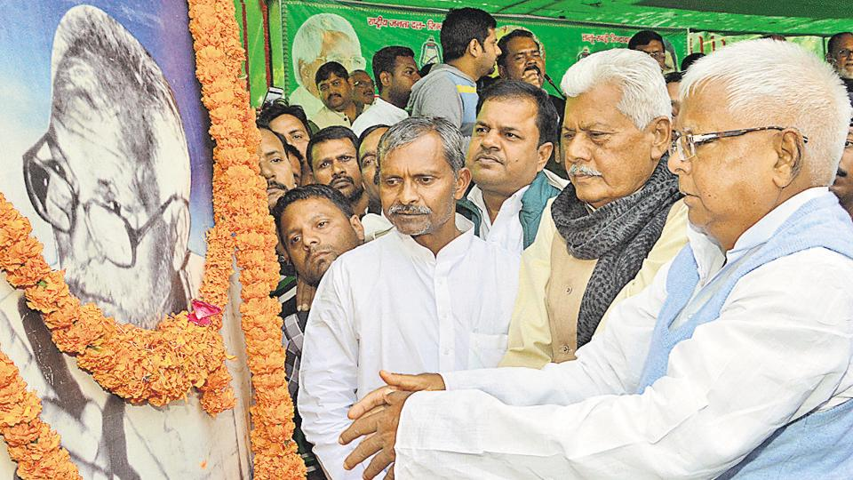 RJD chief Lalu Prasad paying tributes to former Bihar CM and socialist leader Karpoori Thakur in Patna .