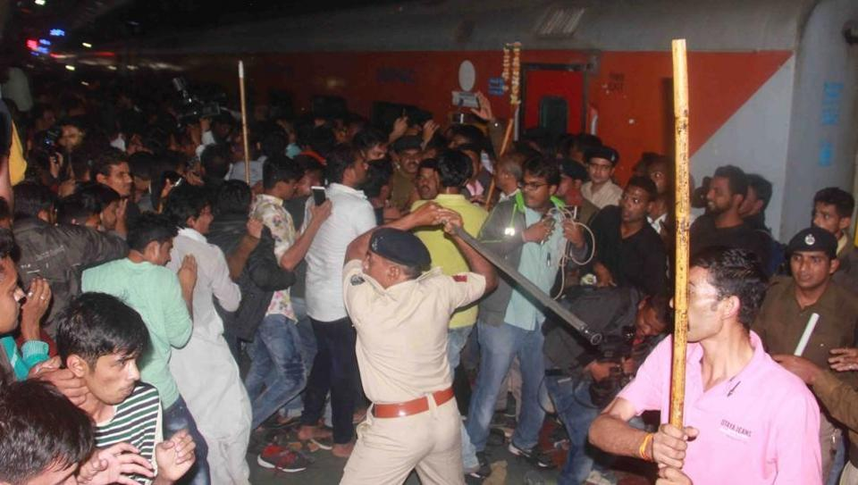 Suffocation due to crowd led to the death of a social activist who collapsed during Bollywood superstar Shah Rukh Khan's train stopover at Vadodara railway station.