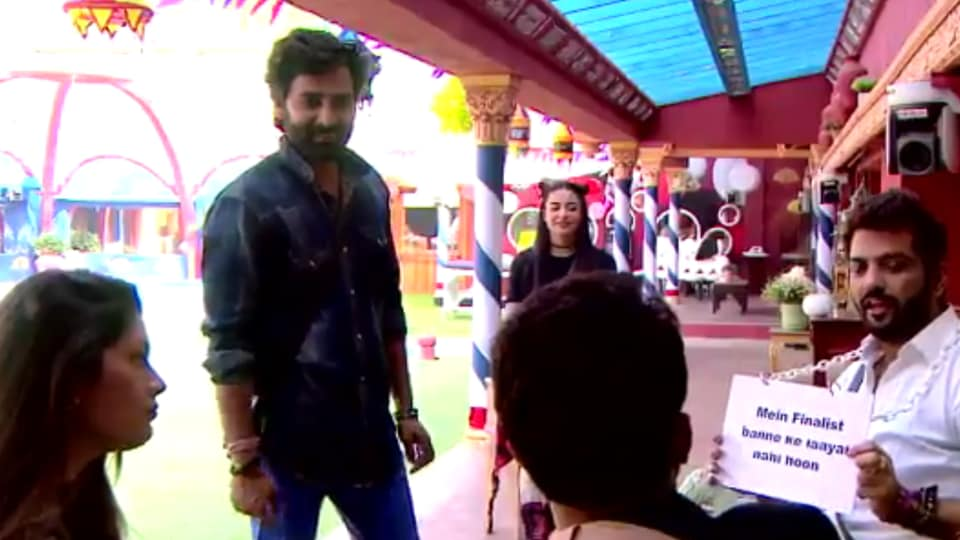 While Navin's entry makes Manu the 'undeserving' finalist , Rishabh Sinha says he is everything wrong in Manu-Manveer friendship.