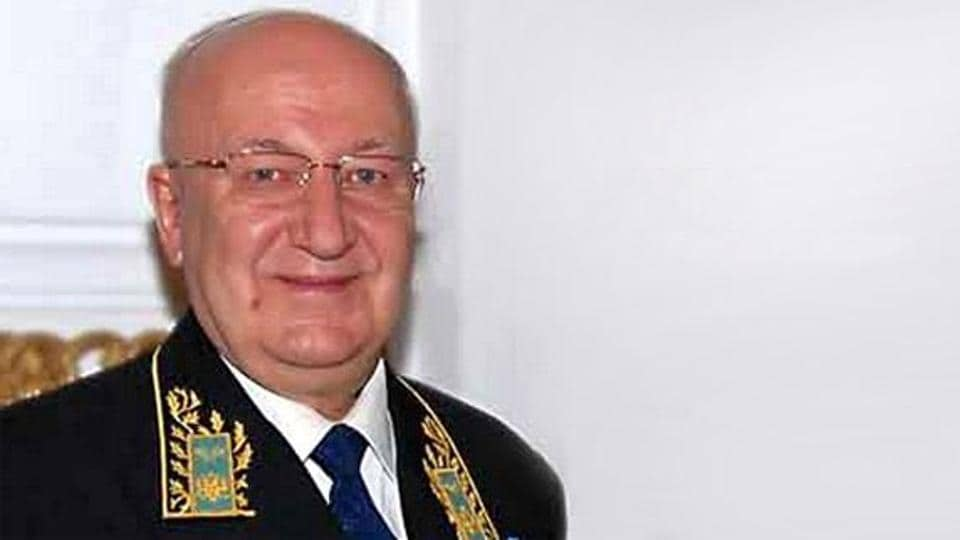 The Russian ambassador to India, Alexander Kadakin, died here on Thursday, the Indian External Affairs Ministry said.