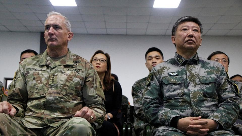 Liu Xiaowu (R), army commander of the Chinese southern military region, and General Robert Brown, commanding general of the US Army Pacific.