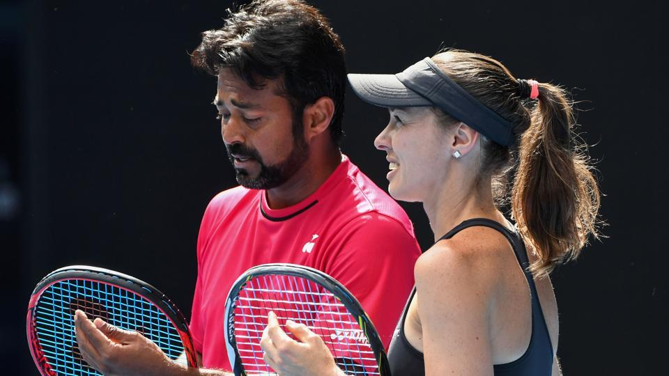 Martina Hingis (R) and Leander Paes lost to the pairing of Australia's Samantha Stosur and Sam Groth 3-6, 2-6 in the mixed doubles quarterfinal. (AFP)