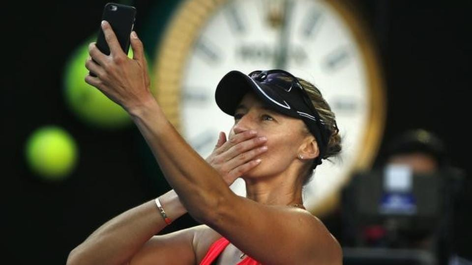 Mirjana Lucic-Baroni takes a photo after losing her Women's singles semi-final match against Serena Williams. (REUTERS)