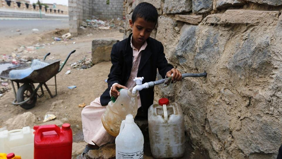 The United Nations aid chief warned Thursday that Yemen was sliding deeper into humanitarian crisis and could face famine this year.