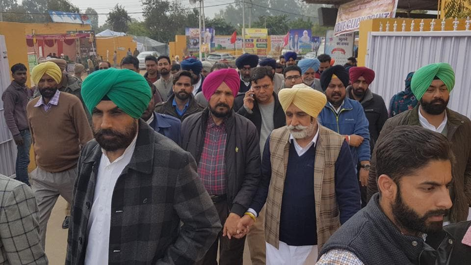 Over two dozen candidates belonging to the Congress, Shiromani Akali Dal-Bharatiya Janata Party (SAD-BJP) alliance and the Aam Aadmi Party (AAP) made a beeline for the dera.