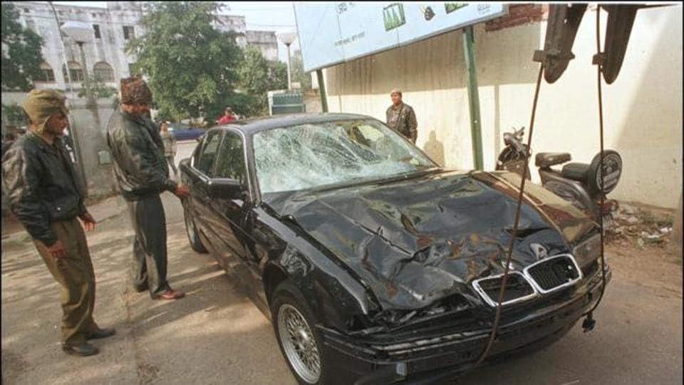 Delhi again: Range Rover crashes into Uber cab, driver of