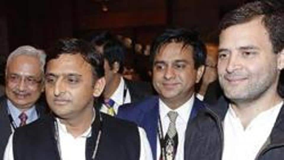 File photo of Uttar Pradesh CM  Akhilesh Yadav  with Congress vice president Rahul Gandhi. The two parties have formed an alliance for the upcoming assembly polls in the state.