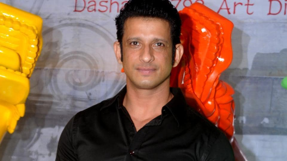 Actor Sharman Joshi says he has no complaints being part of an ensemble cast in a film.