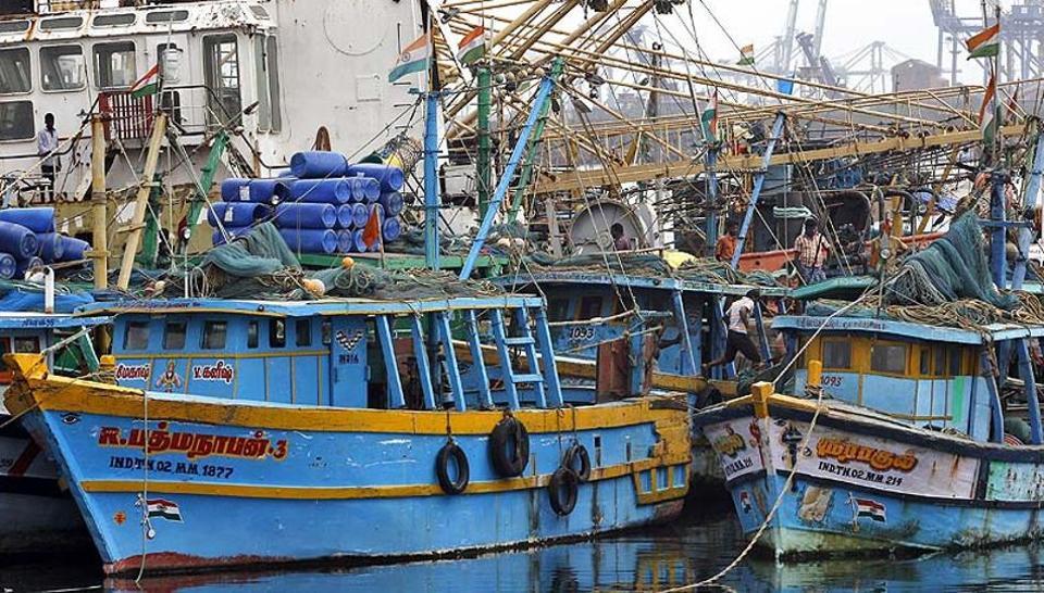 Pakistan has arrested 60 Indian fishermen.