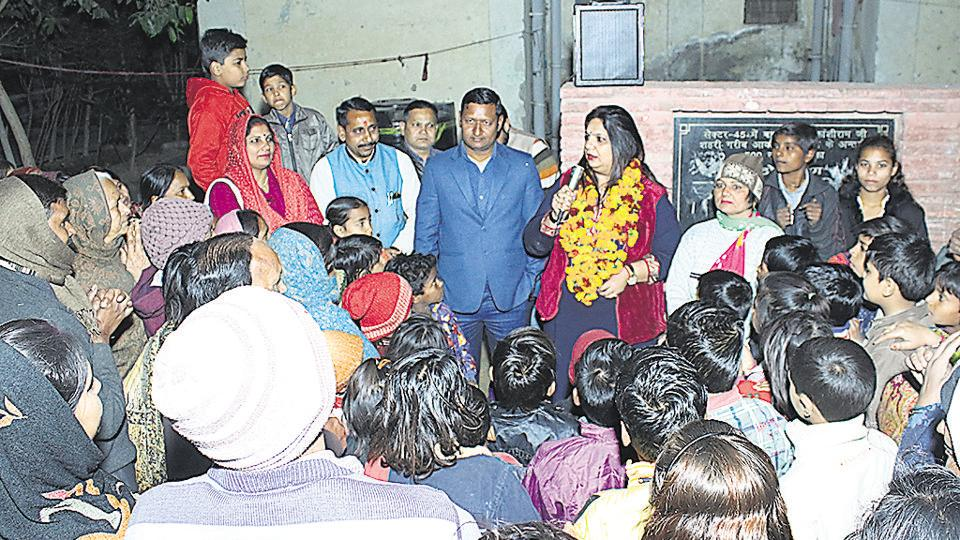 BSP candidate Ravikant Mishra's wife Puja Mishra visited sectors 44 and 45 along with other women supporters from the party.