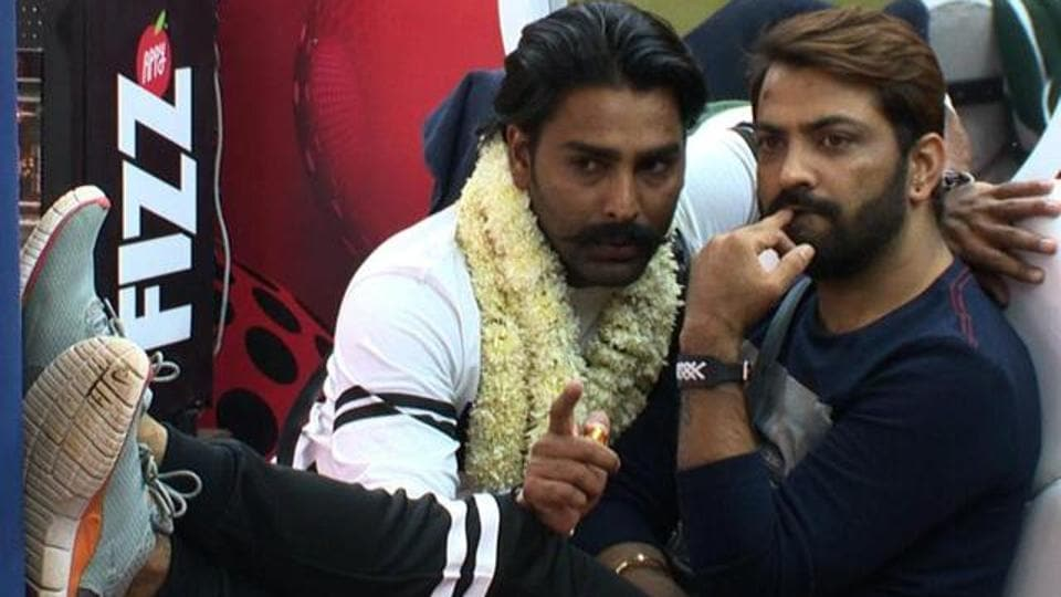 How about this one? The classic Manu-Manveer jodi, conspiring against someone...