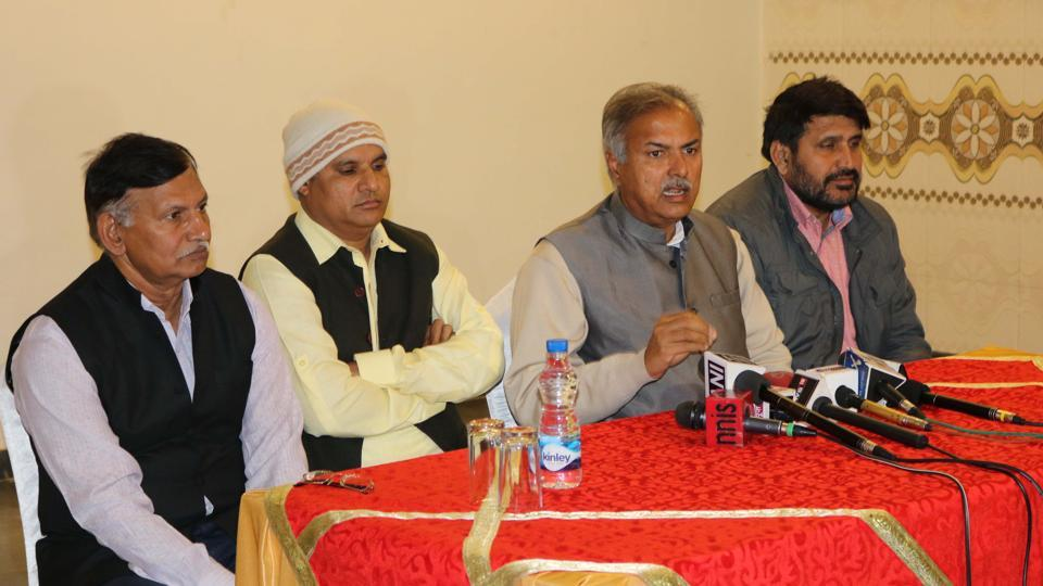 Yashpal Malik(second from right), the president of Akhil Bhartiya Jat Arakshan Sangarsh Samiti with other leaders at a press conference in Gurgaon on Saturday. The leaders said a demonstration will be held at Lt Atul Kataria Chowk from 10 am on Sunday.
