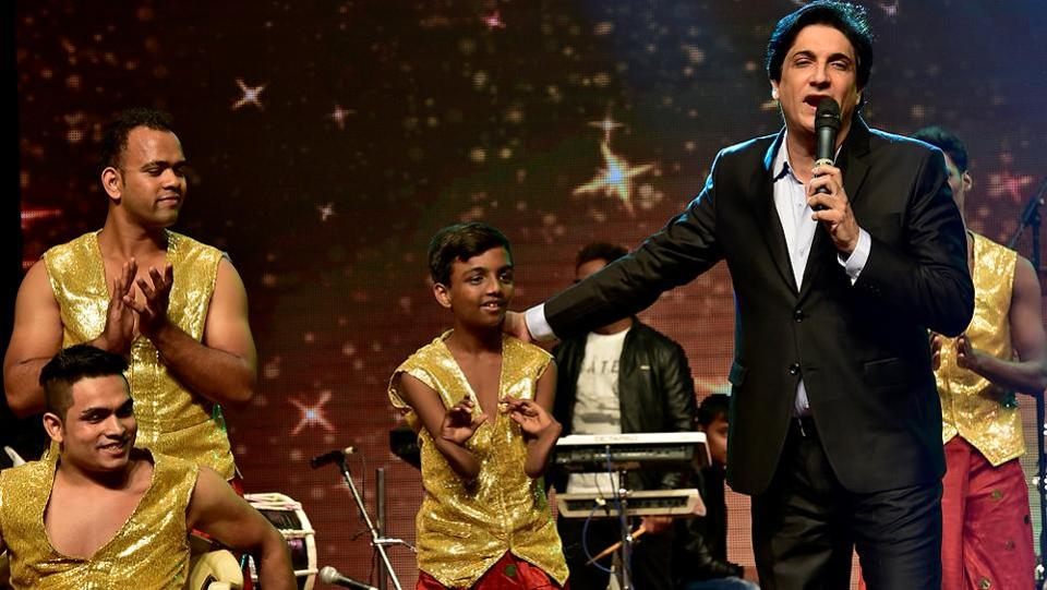 Choreographer Shiamak Davar with his troupe of differently-abled dancers. (Arijit Sen/HT PHOTO)