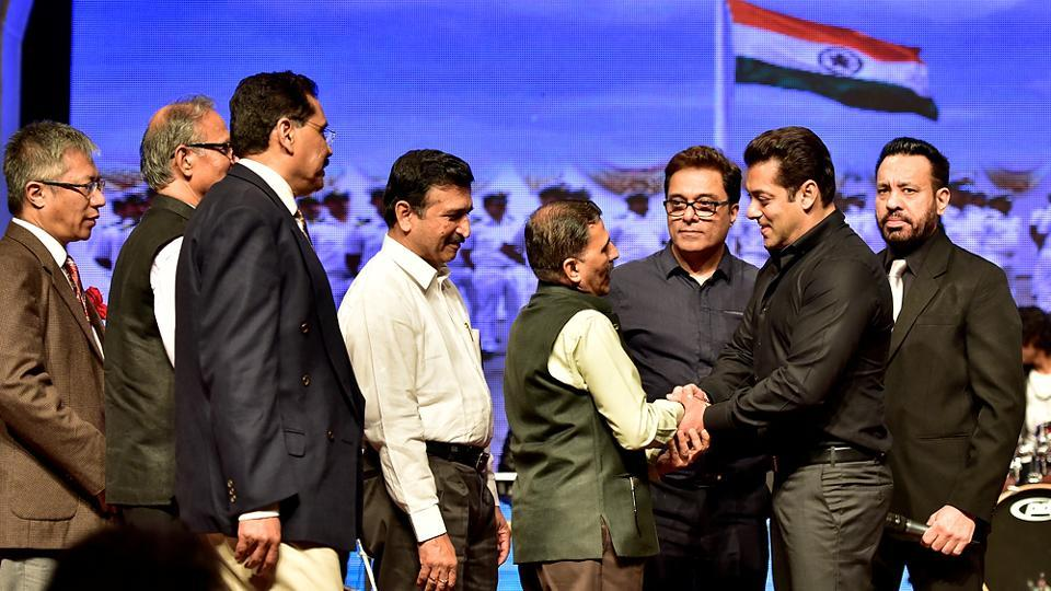Senior officers of the customs department  greet actor Salman Khan during the function at Shanmukhananda Hall.  (Arijit Sen/HT PHOTO)