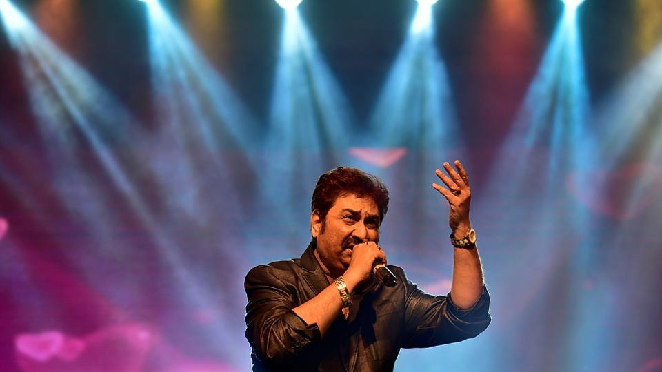 Singer Kumar Sanu performs at Shanmukhananda Hall. (Arijit Sen/HT PHOTO)