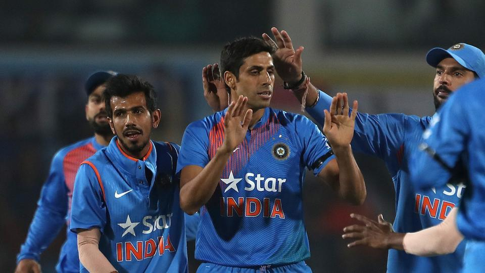 Ashish Nehra took three wicket for 28 as India defeated England by five runs. Get cricket score of India vs England second ODI in Nagpur here.