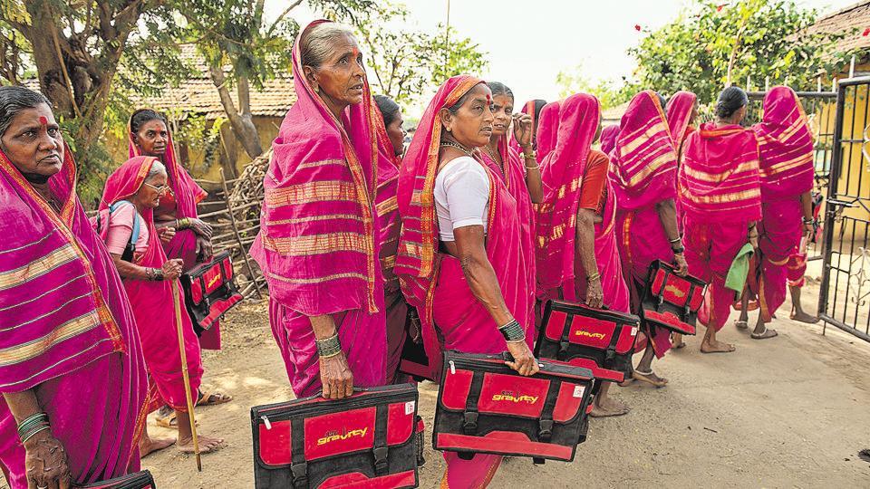 Thane,Maharashtra,Pink saris