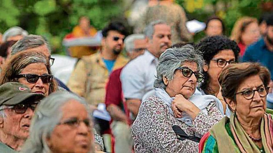 Fifty members of the Bandra West Residents' Association took part in a two-hour meeting near Carter Road promenade on Sunday.
