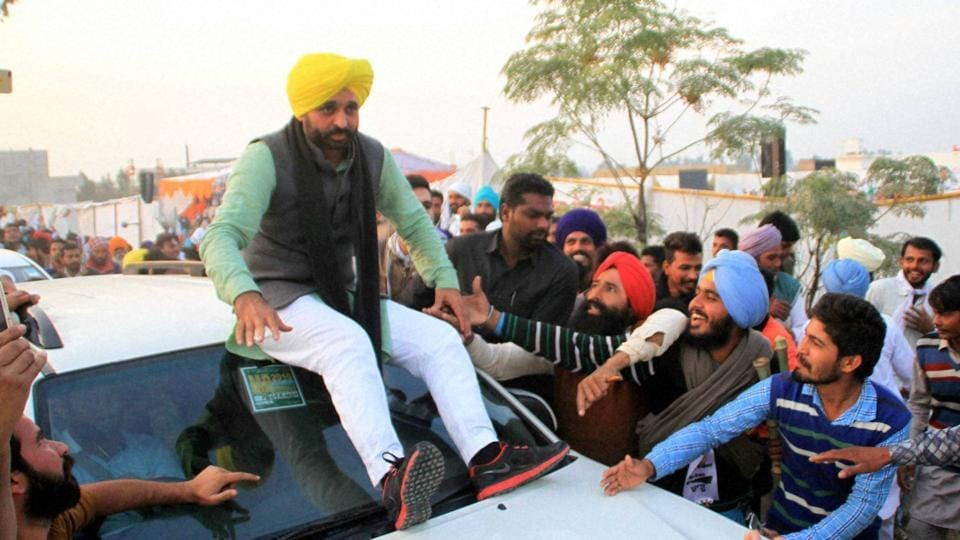 Bhagwant Mann, the star campaigner of Aam Aadmi Party (AAP), at a rally at Kolianwali in Lambi, Muktsar.