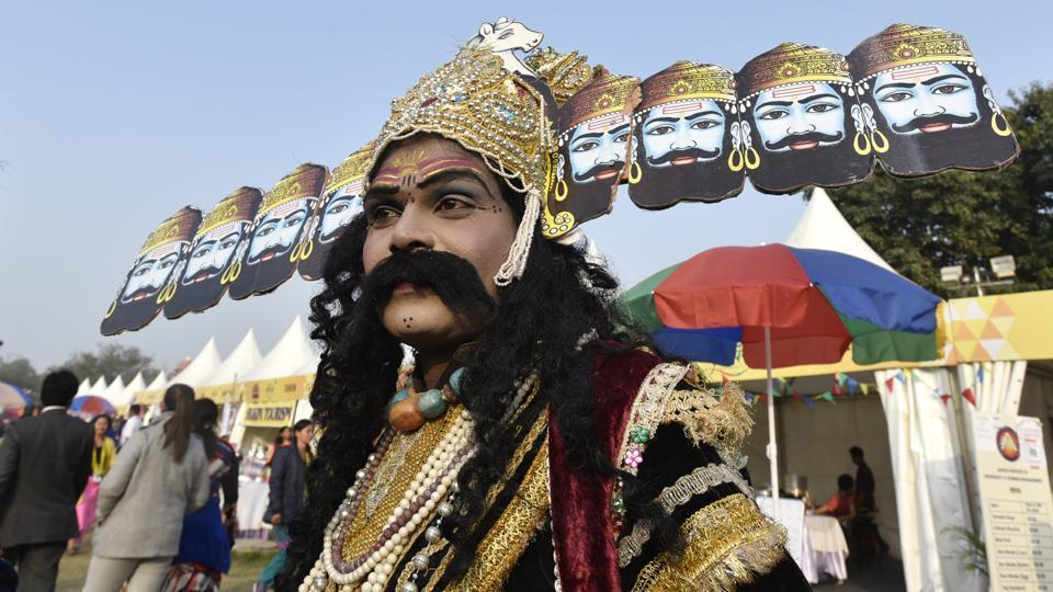 'Behrupiya' artist  from Rajasthan dressed as demon King 'Ravana' entertains the crowd at the fest. (Raj K Raj/HT PHOTO)