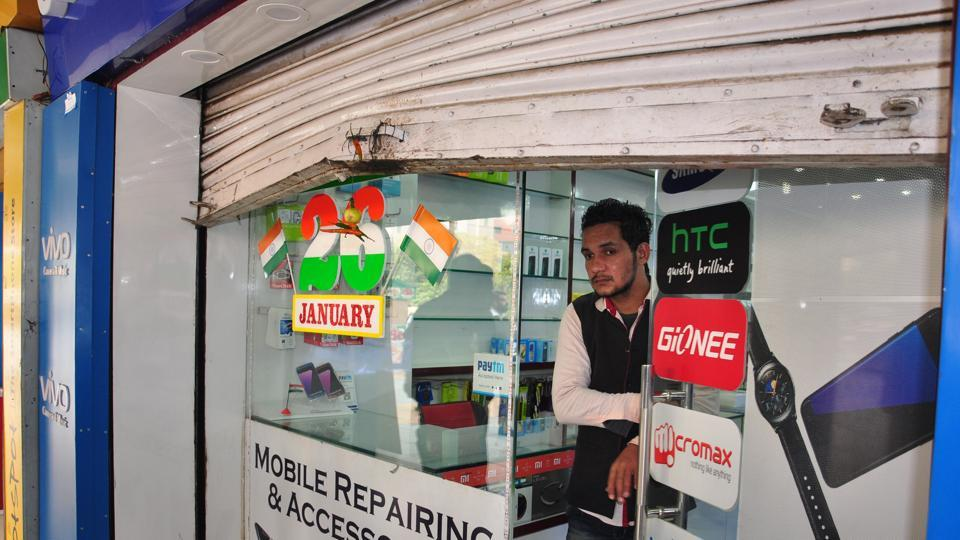 Named Majestic Mobiles, the shop is  located in Aditya Mega Mall in Vaibhav Khand.