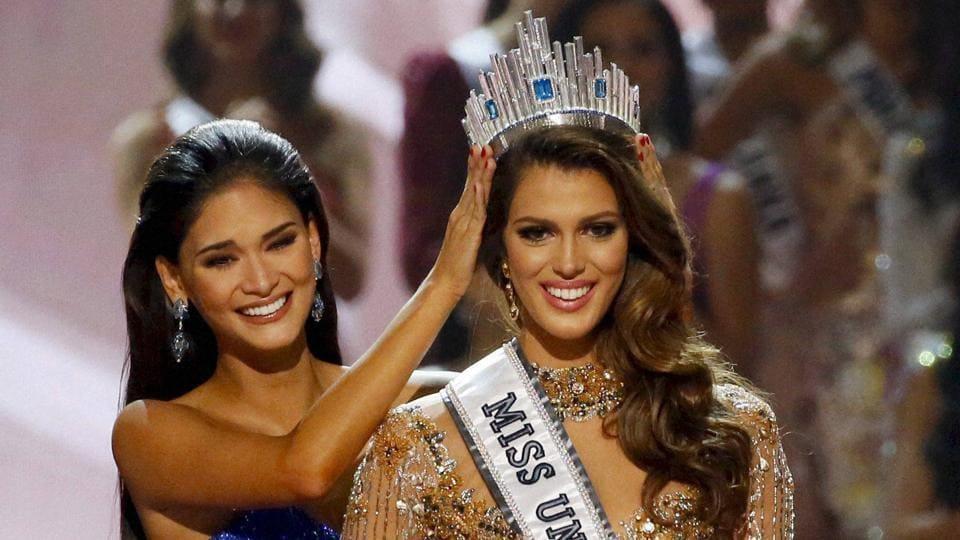 Iris Mittenaere of France is crowned the new Miss Universe 2016 by 2015 Miss Universe Pia Wurtzbach.