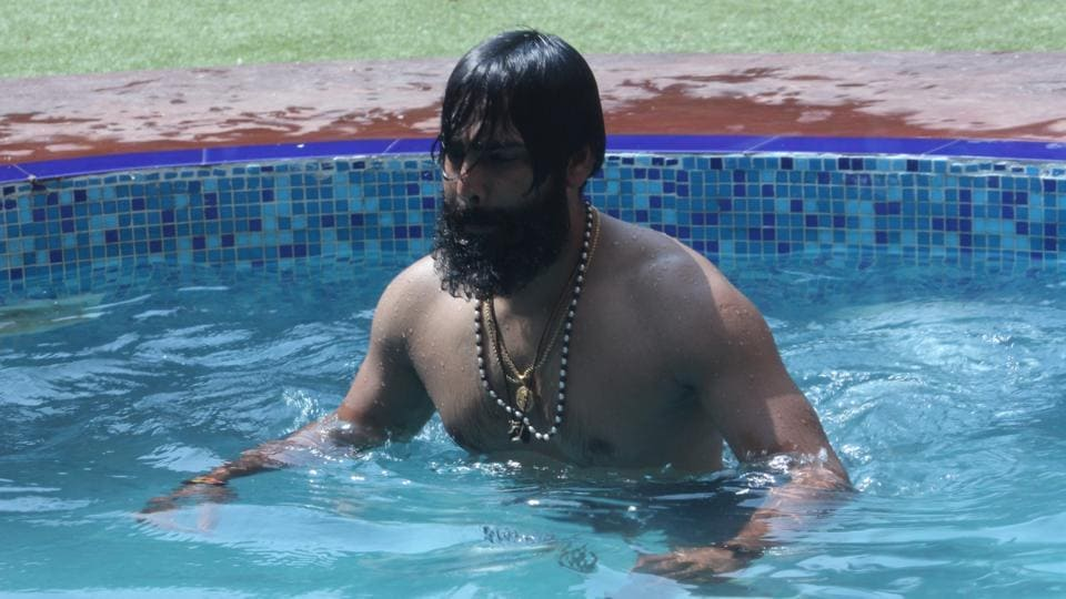 He is fond of wrestling, gymming and Kabaddi. Manveer wanted to become an actor. (colors)