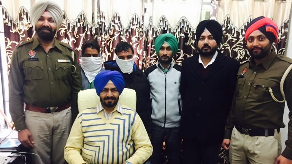 Accused held with fake currency in custody of anti narcotic cell in Ludhiana.