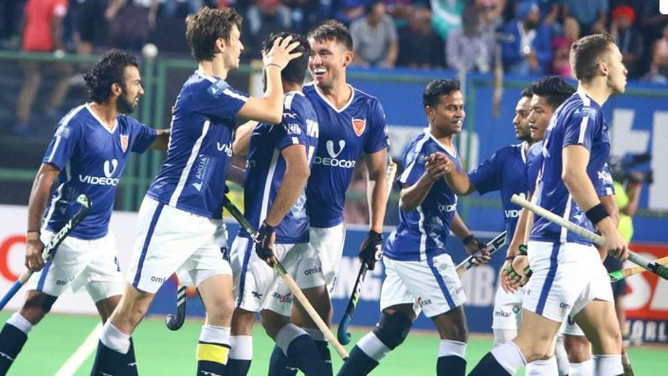 Uttar Pradesh Wizards in action during the 2017 Hockey India League.