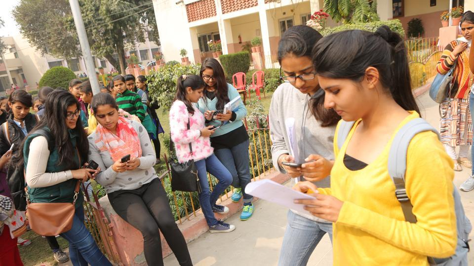 Students of Gurgaon College for Girls attended training sessions and organised a rally to support the cashless week.
