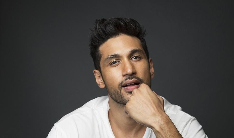Singer-composer Arjun Kanungo doesn't get carried away by the love he gets from his fans.
