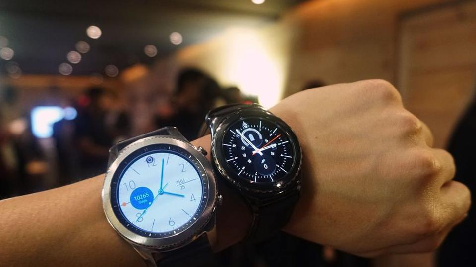 Samsung Gear S3 review: Big on battery, iPhone compatible and looks