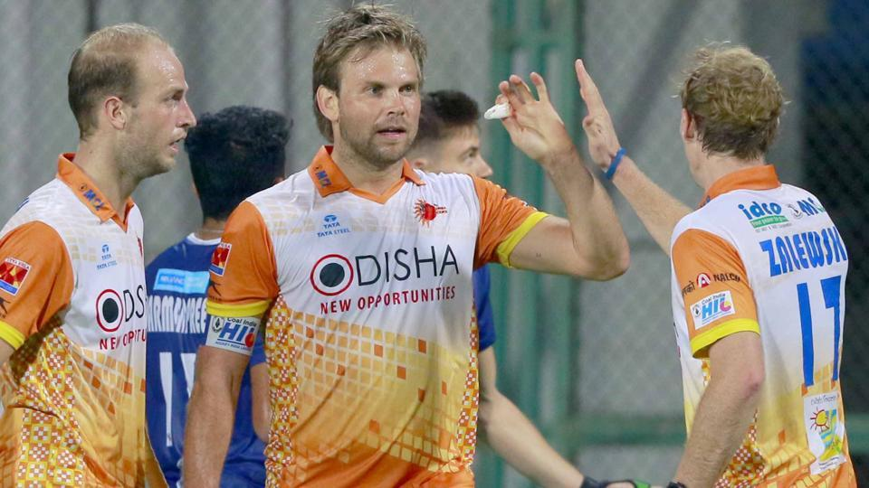 Kalinga Lancers ended Dabang Mumbai's unbeaten run at home with a 4-3 win in the Hockey India League.