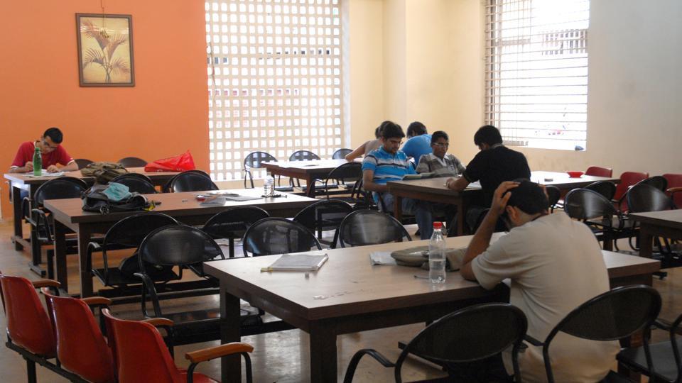 Education - Students at Campus Room at Thadomal Shahni Engineering College - Photo Prodip Guha 21-05-08