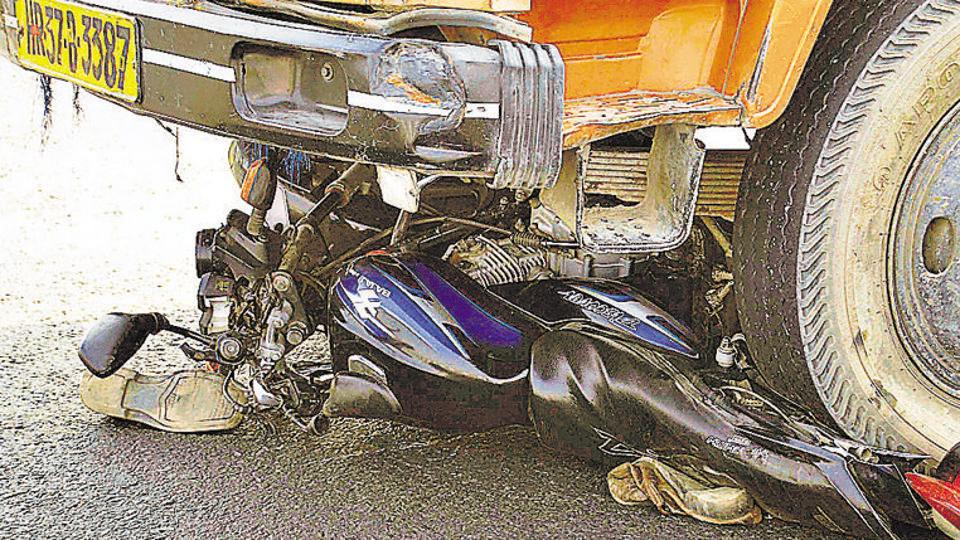 Accident,Truck-bike accident,Dhanbad