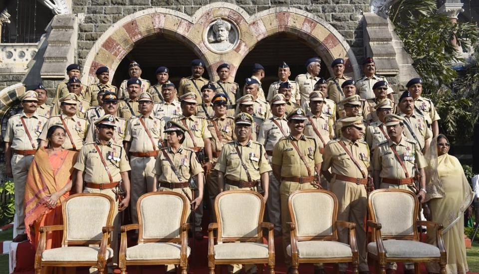 Together they stand: The team of the Maharashtra state police at a felicitation ceremony in Mumbai on Tuesday. (Anshuman Poyrekar/HT PHOTO)
