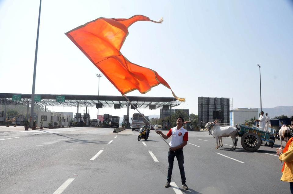 Protesters from the Maratha community at Khed Shivapur toll plaza on the Mumbai-Bangalore Highway near Pune on Tuesday. (HT)