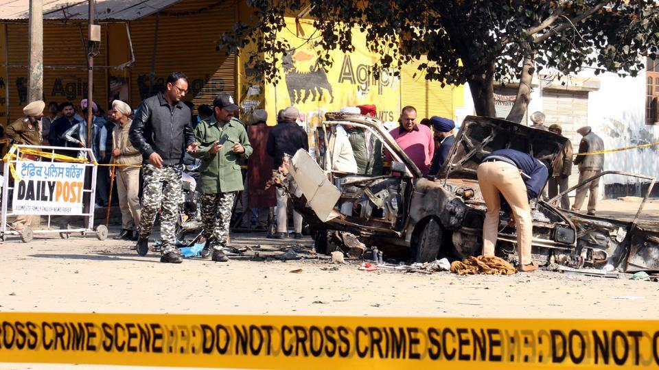 Officials examining the spot where the blasts took place in Maur Mandi, on Wednesday.