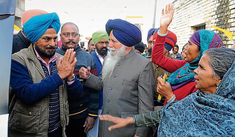 Shiromani Akali Dal candidate Tejinder Pal Singh Sidhu meeting people while campaigning at Jagatpura village in SASNagar.