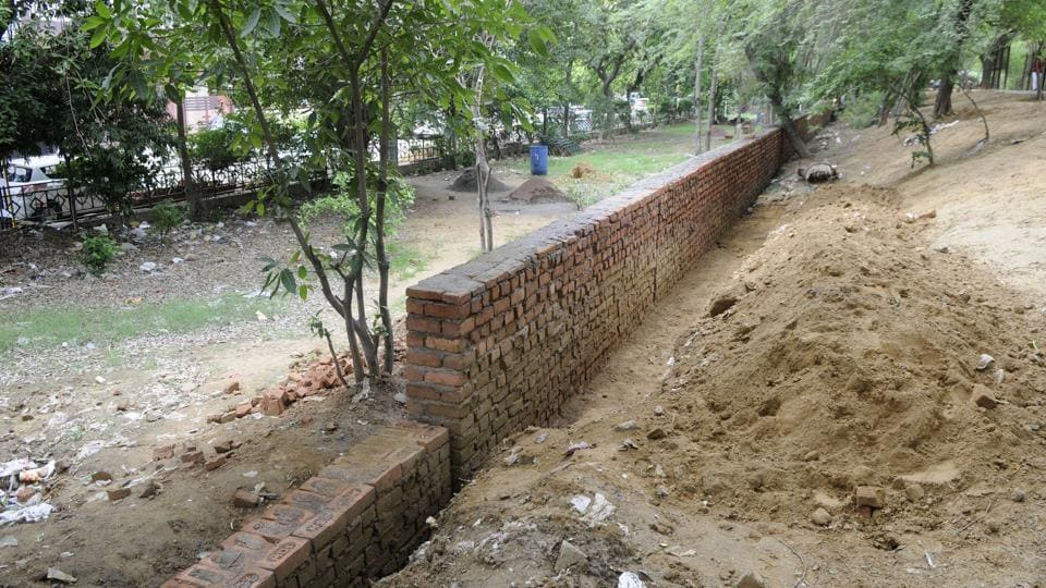 The Jharsa bundh is one of the four remaining natural drains.