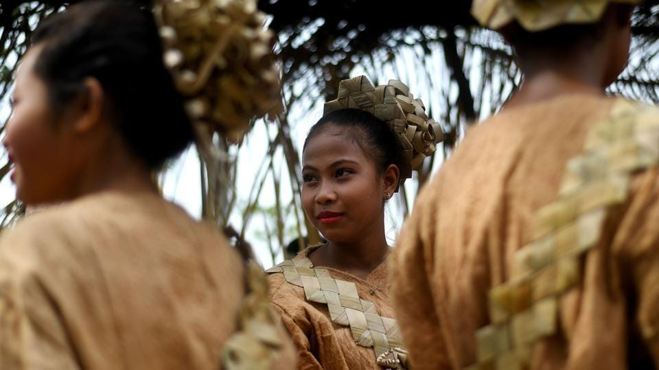 Malaysian indigenous Mah Meri tribeswomen wait for the start of the Puja Pantai ritual, a thanksgiving ritual praying to the spirits of the seas, in Pulau Carey on the outskirts of Kuala Lumpur on February 1, 2017.  (/ Manan VATSYAYANA / AFP)