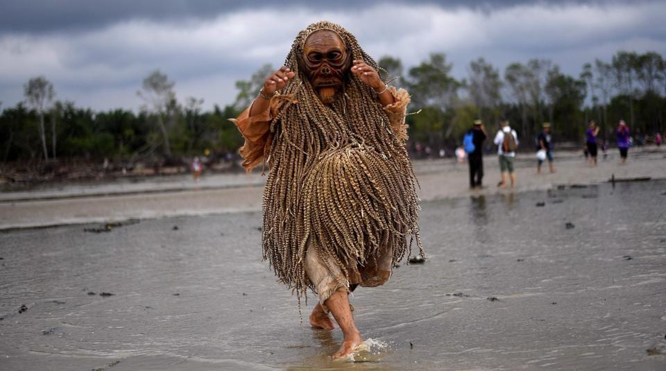 A Malaysian indigenous Mah Meri tribesman performs the 'Main Jo-oh' dance during the Puja Pantai ritual, a thanksgiving ritual praying to the spirits of the seas, in Pulau Carey on the outskirts of Kuala Lumpur on February 1, 2017. The Mah Meri tribe, believed to be descendants of seafaring people, celebrate their new year according to the lunar calendar by making offerings to the sea.  (Manan VATSYAYANA / AFP)