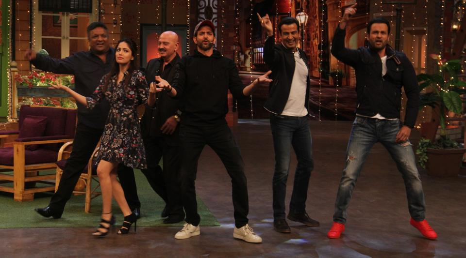 Director Sanjay Gupta, actors Yami Gautam, Hrithik Roshan, Ronit Roy, Rohit Roy and filmmaker Rakesh Roshan during the promotion of their film Kaabil on the sets of The Kapil Sharma Show on January 29. (Pramod Thakur/HT Photo)