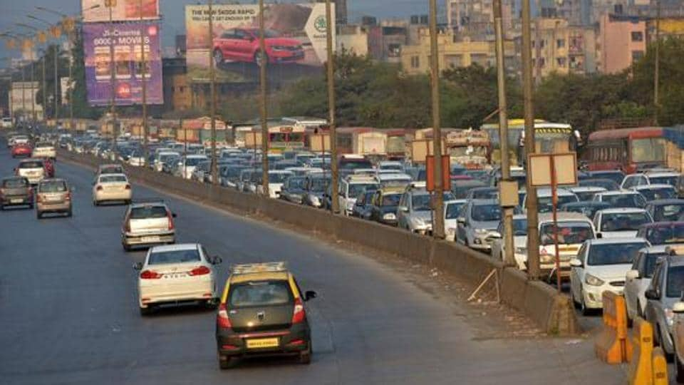 The overall budget of the highways ministry saw a marginal increase of 10% -- from Rs 57,676 crore in 2016-17 to Rs 64,000 crore in 2017-18.