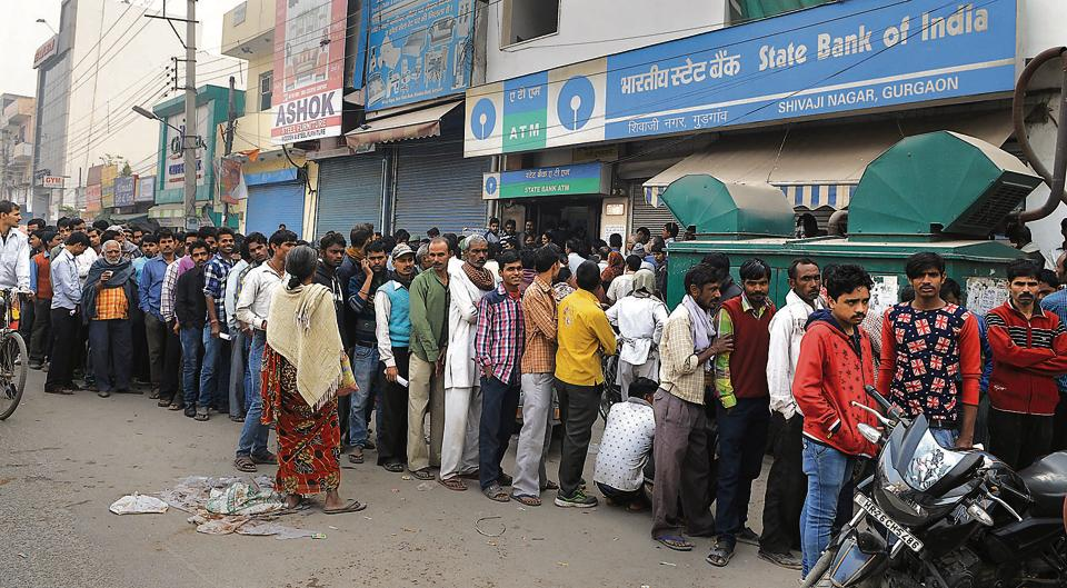 Long queues outside a bank in Gurgaon on 10 November, 2016.