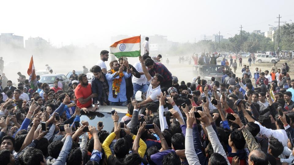 The welcome ceremony was marred by utter chaos and hooliganism as dozens of fans climbed the temporary stage to click selfies with Manveer.