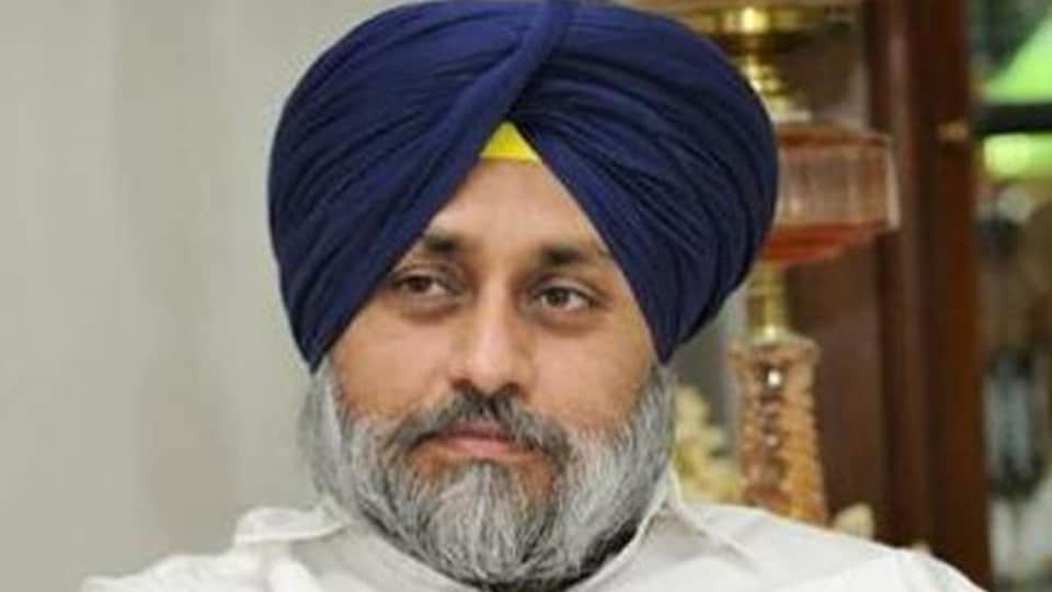 Punjab deputy chief minister Sukhbir Singh Badal was issued a notice by the Faridkot district court  on an application filed against him for cancelling his bail in an attempt-to-murder case.